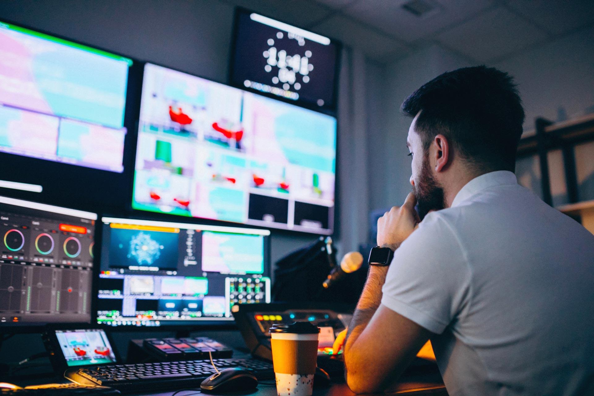 Il supporto monitor: 5 ragioni per rivoluzionare la vostra idea di scrivania